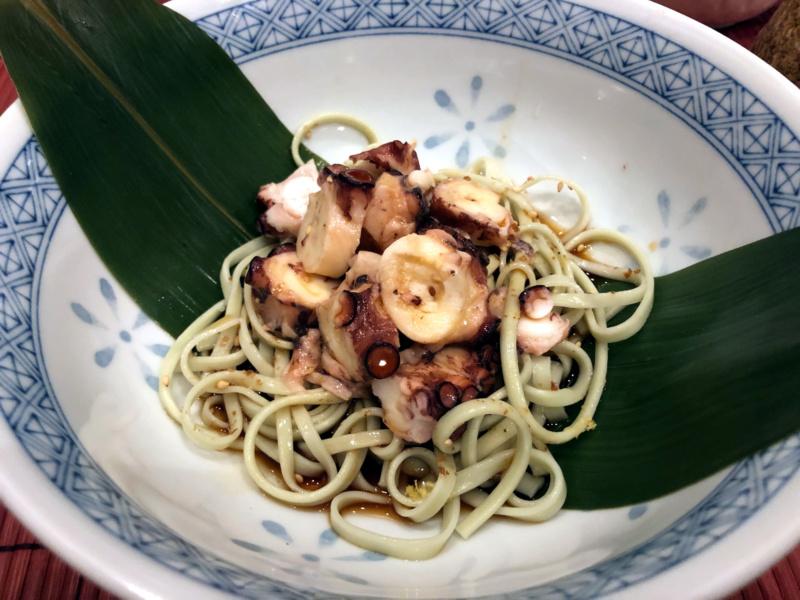Buri Sushi kolacja degustacyjna: herbaciana soba iośmiornica