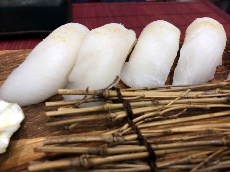 Buri Sushi kolacja degustacyjna: suzuki nigiri zushi